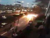 قارئ يشارك بفيديو لتفحم سيارة إثر اشتعال النيران بها فى شارع رمسيس