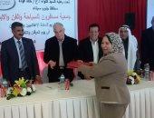 """محافظ جنوب سيناء يسلم درع التكريم لمديرة مكتب """"اليوم السابع"""" بالمحافظة"""