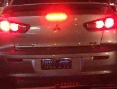 """قارئ يرصد سيارة تسير بشوارع المنصورة بزجاج معتم """"أسود"""""""
