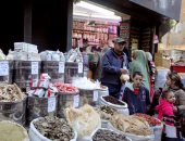 إخلاء سبيل 3 متهمين ببيع سلع غذائية منتهية الصلاحية بمحلات عطارة بدار السلام