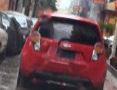 """قارئ يرصد سيارة بأرقام مطموسة وزجاج معتم """"أسود"""""""