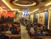 بالصور.. المصريون يحتشدون بالمقاهى ومراكز الشباب لمتابعة مباراة مصر و مالى