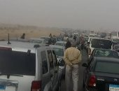 """قارئ يشارك """"صحافة المواطن"""" بصور لتوقف طريق مصر إسكندرية الصحراوى"""