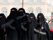 """بالصور.. عرض عسكرى ضخم لنساء """"الحوثى"""" فى العاصمة اليمنية صنعاء"""