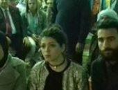 باسم مرسى وزوجته يتابعان مباراة الفراعنة أمام مالى فى حى الأسمرات