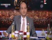 """عمرو أديب يعرض سلع منافذ الجيش والحكومة.. ويؤكد: """"أسعار الجيش أرخص"""""""