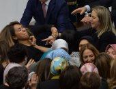 بالفيديو والصور.. اشتباكات بالأيدى بين نائبات البرلمان التركى