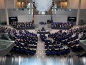 بالصور.. البرلمان الألمانى يحيى ذكرى ضحايا حادث الدهس ببرلين بجلسة صامته