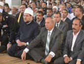 بالصور.. وزير الأوقاف يسلم 300 مقعد دراسى لأبناء حلايب وشلاتين