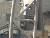 """بالصور.. قارئ يرصد تفكك """"محدد الارتفاع"""" فى تقاطع الدائرى مع الأوتوستراد"""