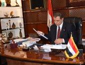 وزير القوى العاملة أثناء تسلم 63 عقدا للشباب: دول الخليج فى حاجة دائمة لكم