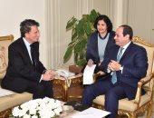 """السيسي يتسلم رسالة من """"هولاند"""" يؤكد فيها تقديره لمصر وقيادتها"""