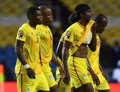 وزير رياضة زيمبابوى يرفض عقاب لاعبى المنتخب بعد الأداء الهزيل فى الكان