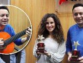 """بالفيديو والصور.. مصطفى قمر وشيرى عادل يحتفلان بـ""""فين قلبى"""" فى """"اليوم السابع"""""""
