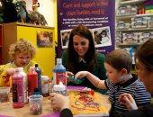 بالصور.. زوجة الأمير البريطانى تزور دور رعاية للأطفال بقرية شرق إنجلترا