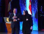 والدة الشهيد محمد أنور: قلت للرئيس دا ابنى الوحيد ومش خسارة فى مصر