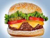 """تحذير.. ساندوتش واحد """"برجر بالجبنة"""" يعرضك للإصابة بأمراض الكبد والسكر"""