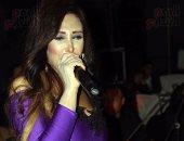 بالصور.. شاهيناز تعود للغناء وتُحيى حفل زفاف بالقاهرة