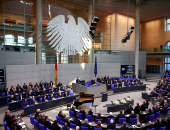 البرلمان الألمانى يضع شروطا تعرقل صفقة سلاح مع إسرائيل