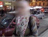 """بالفيديو.. """"ياسمين"""" ست بـ100راجل.. جمالها لم يمنعها من مسح السيارات وكل حلمها توك توك"""
