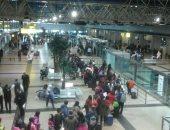 شحنة ذهب تصل مطار القاهرة من منجم السكرى استعدادًا لنقلها إلى كندا