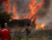 فرار مئات السياح من صقلية فى قوارب هربا من حرائق الغابات