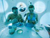 """بالصور.. بلجيكيان يتناولان الغداء فى مطعم تحت الماء بـ""""بروكسل"""""""