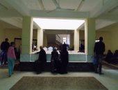 بالصور.. توافد المواطنين على قافلة لافارج الطبية بطور سيناء