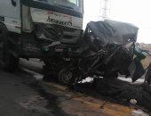 بالصور.. مصرع 5 ونجاة 3 آخرين فى حادث تصادم سيارتين بطريق الإسماعيلية - القاهرة