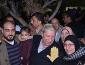 محافظ الإسماعيلة يحتفل بفوز المنتخب وسط الأهالى بالشوارع