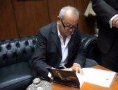 """بالفيديو والصور.. نجيب ساويرس لـ""""محمد رشاد"""": """"أول مرة أكسب فلوس من كتاب"""""""