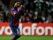 شاهد.. إبداع الساحر رونالدينيو فى مباراة أساطير برشلونة وريال مدريد