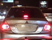 قارئ يرصد سير سيارة بدون أرقام على كورنيش المعادى