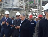 بالفيديو والصور.. وزير البترول يتفقد وحدة استرجاع الغازات الجديدة بأسيوط