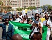 مئات النيجيريين يتظاهرون احتجاجا على سياسة الحكومة