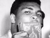 احتجاز نجل الملاكم محمد على كلاى بمطار فلوريدا لسؤاله عن ديانته