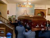 جثمان والدة إدوارد يغادر كنيسة الأنبا كاراس لمدافن العائلة بمصر القديمة