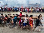 بالصور.. صينيون يحتفلون بتمثال ذهبى لجنرال صينى قديم