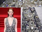 فى 13 صورة.. شاهد تفاصيل فستان إيما ستون من داخل أتيليه شانيل