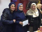 بالصور.. جامعة عين شمس تكرم صفاء الشرشابى لبلوغها سن المعاش