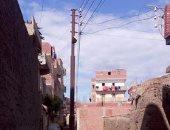 بالصور.. الأعمدة الكهربائية بقرية الحجاجية بالشرقية تهدد حياة المواطنين