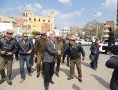 """مدير أمن سوهاج للأهالى من داخل مسجد البلابيش: """"جئنا لحمايتكم"""""""