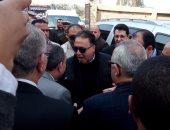 """بالفيديو ..وزير الصحة مداعبا أطباء مستشفى العزازى: """"مش هتوردوا على جنة"""""""