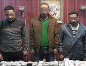 ننشر فيديو ضبط المتهمين بسرقة 5 ملايين من سيارة نقل أموال