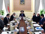 رئيس الوزراء يناقش المشكلات المتعلقة بالحديد والصلب بحضور وزير التجارة