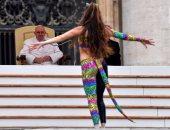 بالفيديو والصور.. راقصات وألعاب بهلوانية ونارية فى عظة بابا الفاتيكان