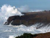 إندونيسيا تصدر تحذيرا من أمواج مد عاتية بعد زلزال قوى بقوة 7.1 درجة