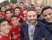 حازم إمام ينشر صورة مع منتخب الشباب قبل خوض كأس الأمم فى زامبيا
