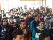 بالصور.. 15ألف طالب وطالبة يتوافدون على القوافل التعليمية ببنى سويف