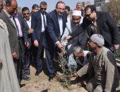محافظ بنى سويف يتفقد أعمال تجميل وتشجير منطقة كورنيش النيل